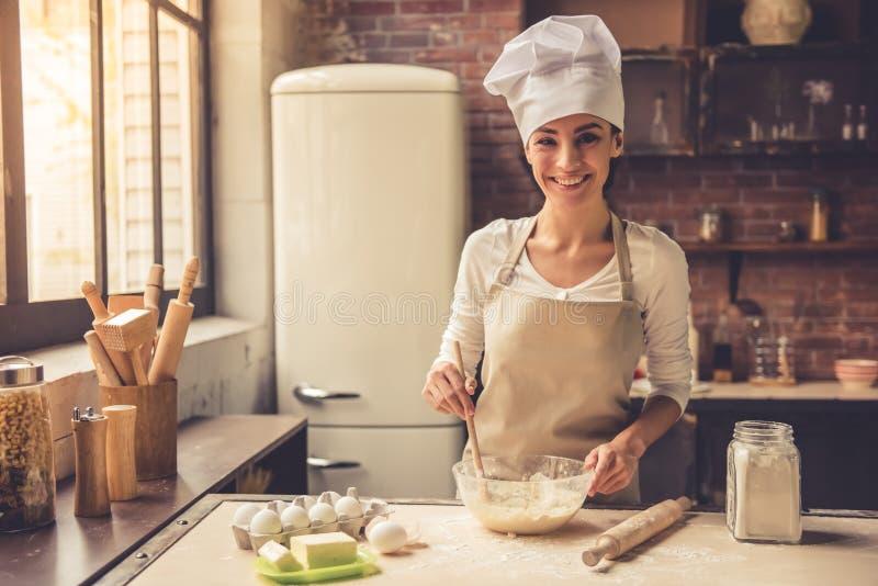 piękna kulinarna kobieta zdjęcia royalty free