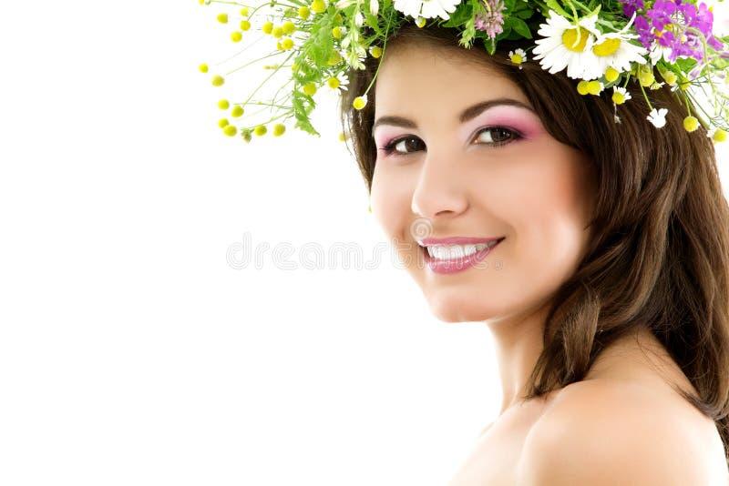 Piękna lata portret młoda piękna kobiety twarz z garlan fotografia stock