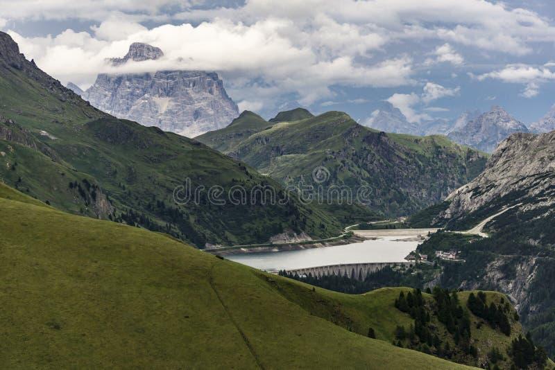 Piękna lato sceneria dolomity Di Fedaia Lago i Ja fotografia royalty free