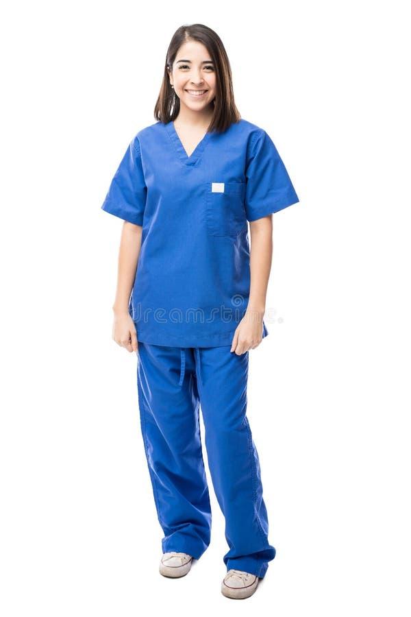 Piękna Latynoska pielęgniarka w studiu obrazy royalty free