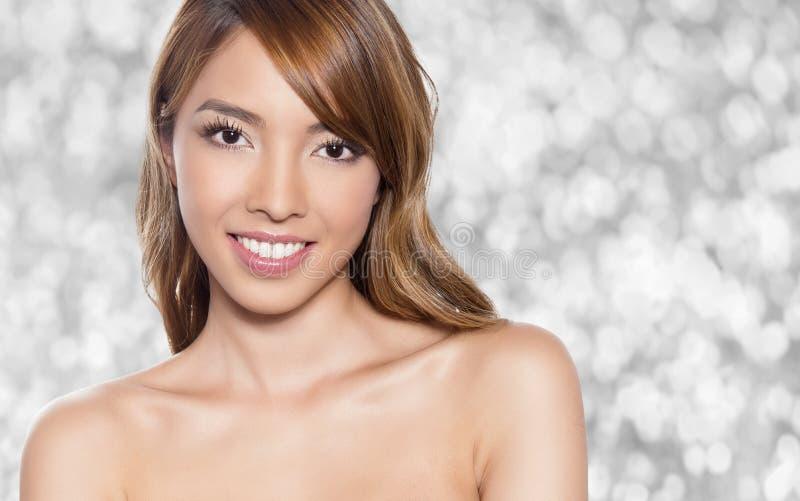 Piękna młoda Azjatycka kobieta obrazy royalty free