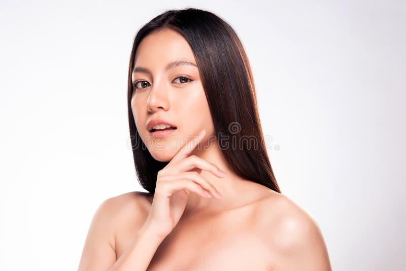 Piękna Młoda Azjatycka kobieta z Czystą Świeżą skórą zdjęcia stock