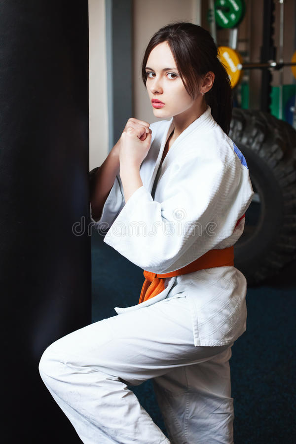 Piękna młoda dziewczyna w kimonie zdjęcia royalty free