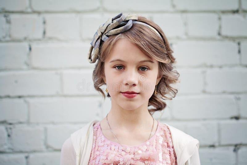 Piękna młoda dziewczyna z blondynka włosy Balu włosy obraz stock