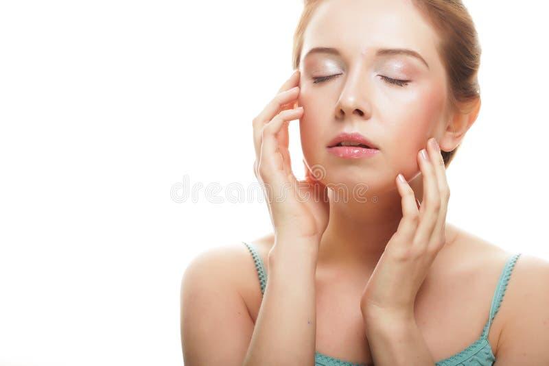Piękna młoda dziewczyna z czystą skórą fotografia stock
