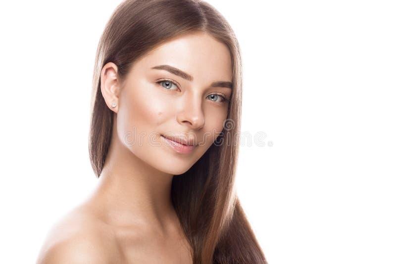 Piękna młoda dziewczyna z lekkim naturalnym makijażem perfect skórą i Piękno Twarz zdjęcie stock