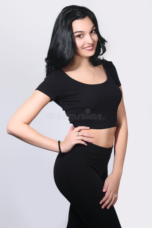 Piękna młoda kobieta jest ubranym sportswear obraz stock