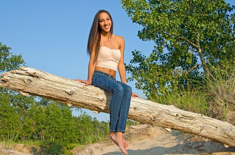 Piękna młoda kobieta na beli obraz royalty free