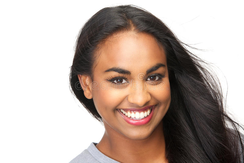 Piękna młoda kobieta ono uśmiecha się na odosobnionym białym tle fotografia royalty free