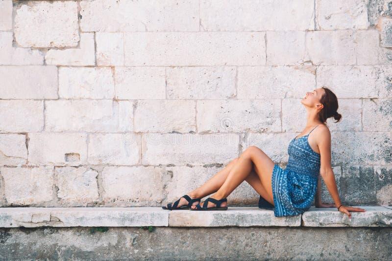 Piękna młoda kobieta w Zadar, Chorwacja obraz royalty free