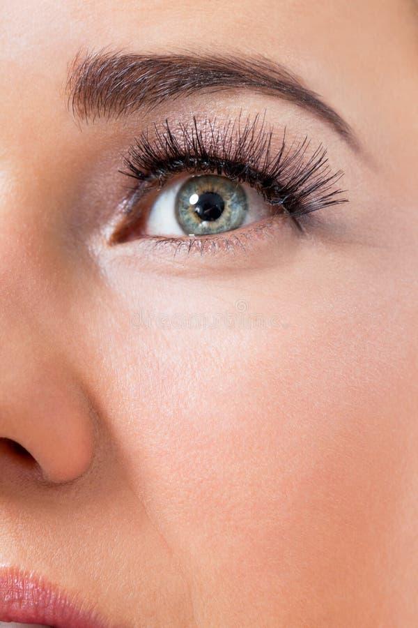 Piękna młoda kobieta z perfect skóry i miękkiej części makeup fotografia stock