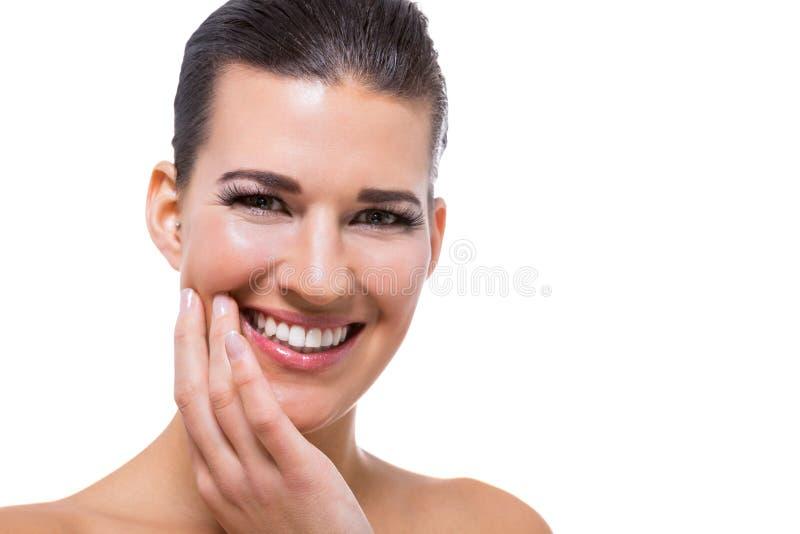 Piękna młoda kobieta z perfect skóry i miękkiej części makeup obraz royalty free