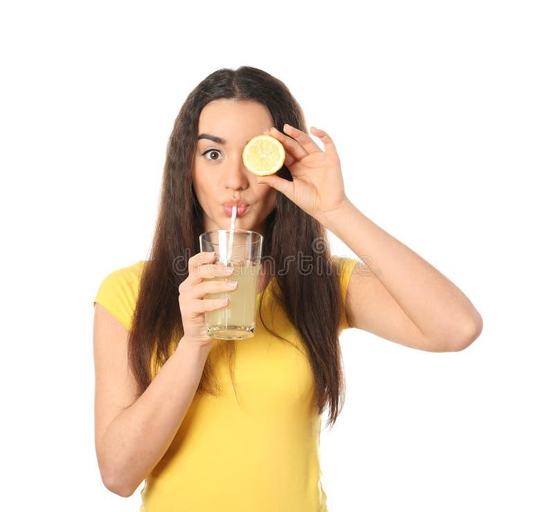 Piękna młoda kobieta z szkłem cytrus owoc na białym tle i sok fotografia royalty free