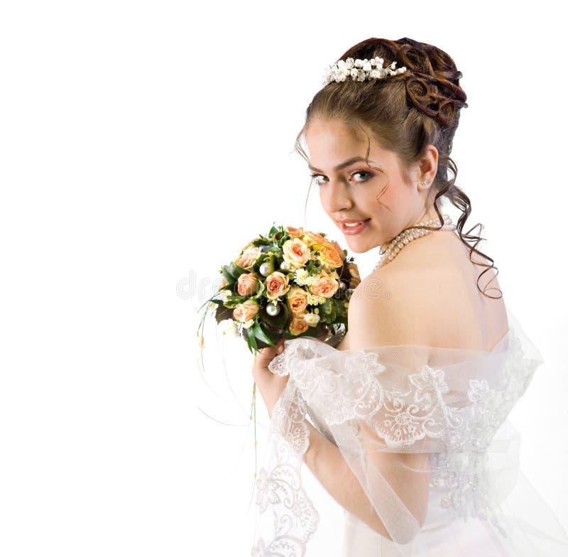 Piękna młoda panna młoda w przesłonie i suknia na białym tle bar fotografia stock