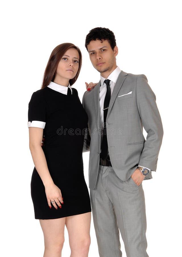 Piękna młoda para, uśmiechnięta w studio zdjęcia royalty free
