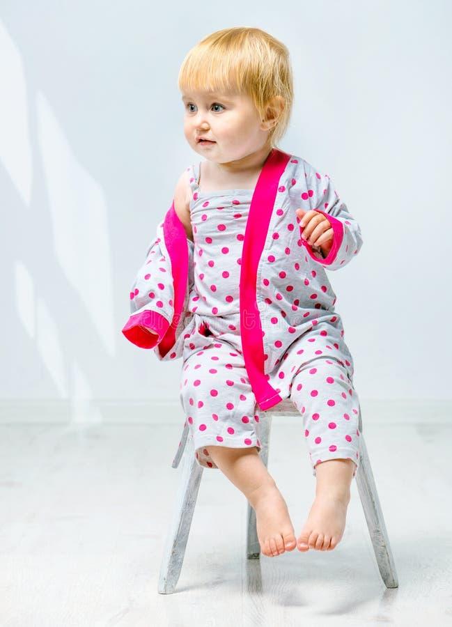 Piękna mała dziewczynka w piżamie obrazy stock