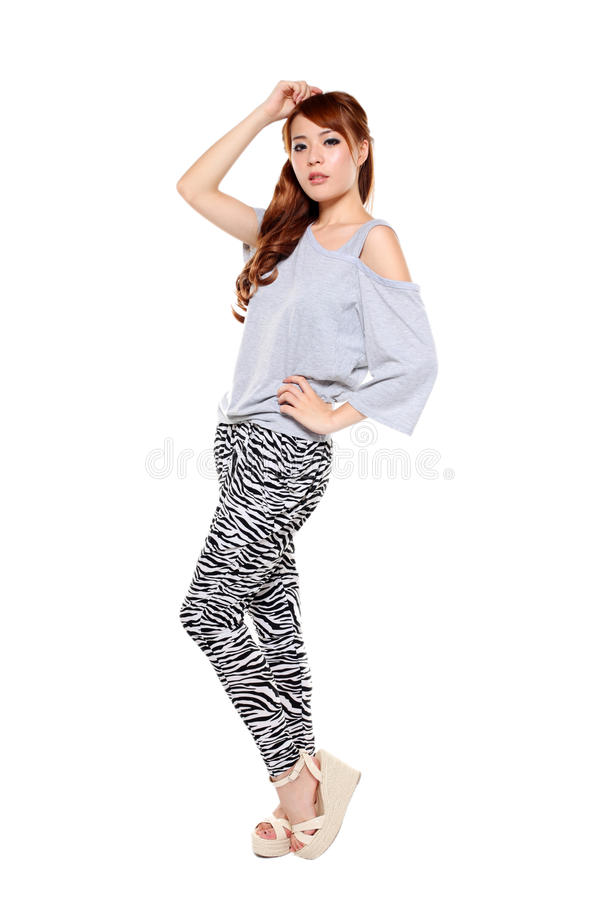 Piękna mody modela azjatykcia dziewczyna w nowożytnej sukni obraz stock