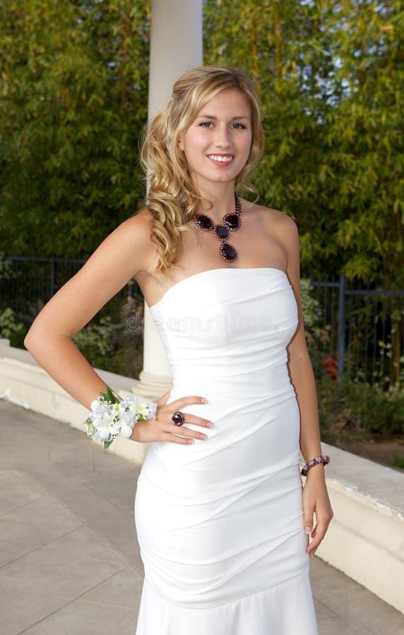 Piękna nastoletnia dziewczyna Iść bal zdjęcia stock