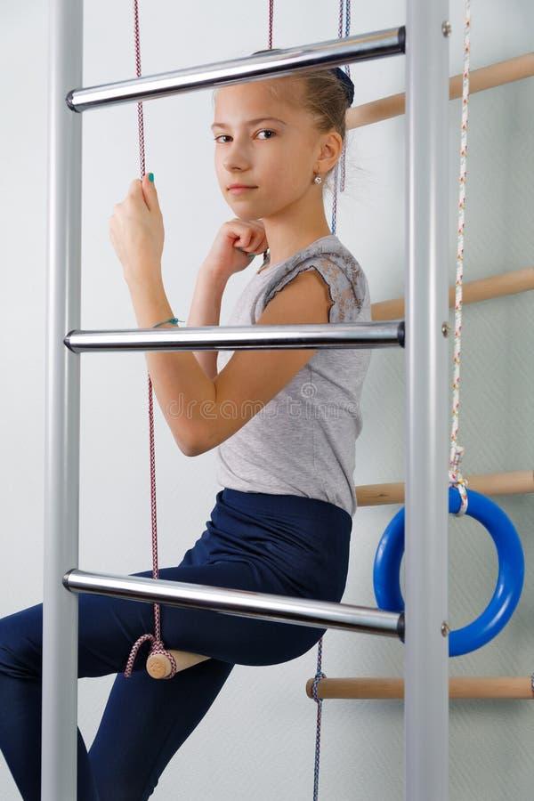 Piękna nastoletnia dziewczyna w sporta kostiumu obrazy royalty free