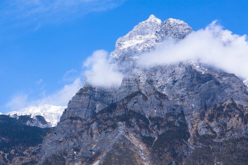 Piękna natura chabeta smoka śniegu góra obrazy royalty free