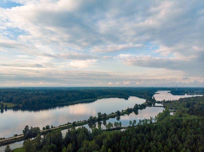 Piękna naturalna sceneria rzeka w Rosja obrazy royalty free