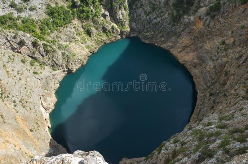 Piękna natury i krajobrazu fotografia Czerwony Jeziorny Imotski Chorwacja obraz stock