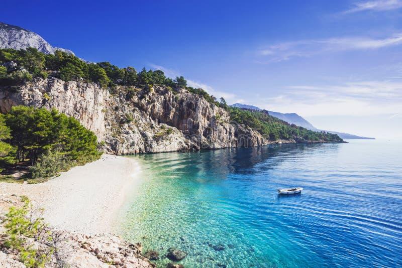 Piękna Nugal plaża blisko Makarska miasteczka, Dalmatia, Chorwacja Makarska Riviera obraz stock