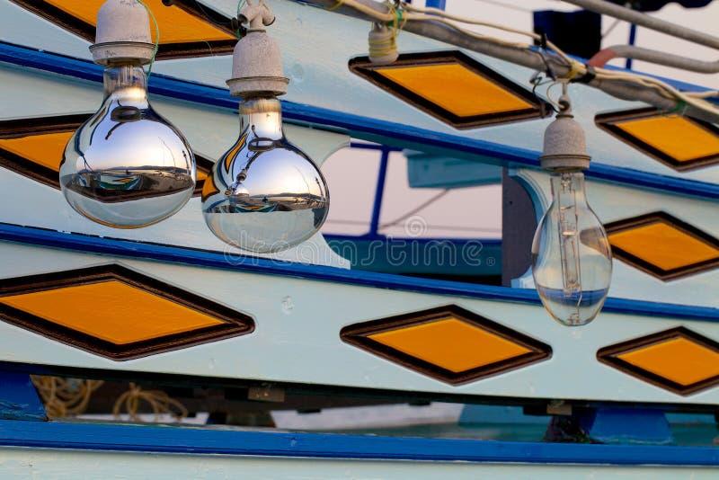 Piękna odbłyśnik lampy łódź rybacka obrazy stock