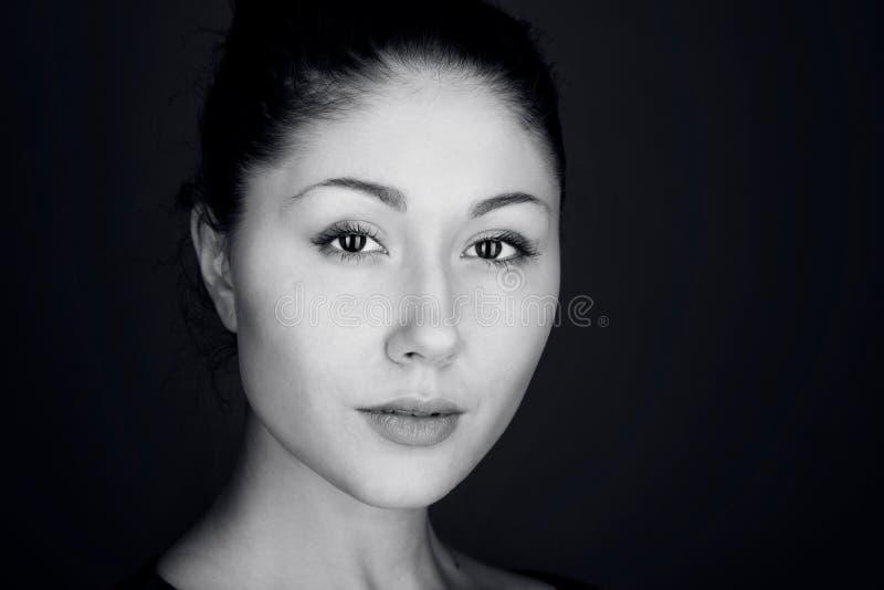 piękna odosobniony portreta biel Tajemnica w oczach zdjęcia royalty free