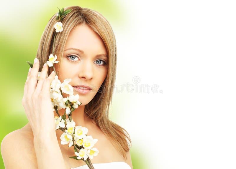 piękna okwitnięcia wiosna kobieta obrazy stock