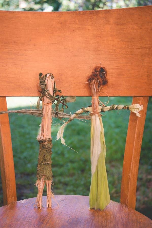 Piękna oryginalna mała słomiana lala handmade zrobi na motywach ludowe tradycje obrazy stock