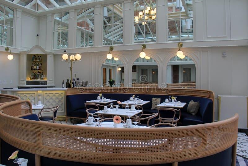 Piękna otwartej przestrzeni restauracja Błękitna karmazynka Adelphi hotel, Saratoga Skacze, Nowy Jork, 12866, 2018 obraz stock