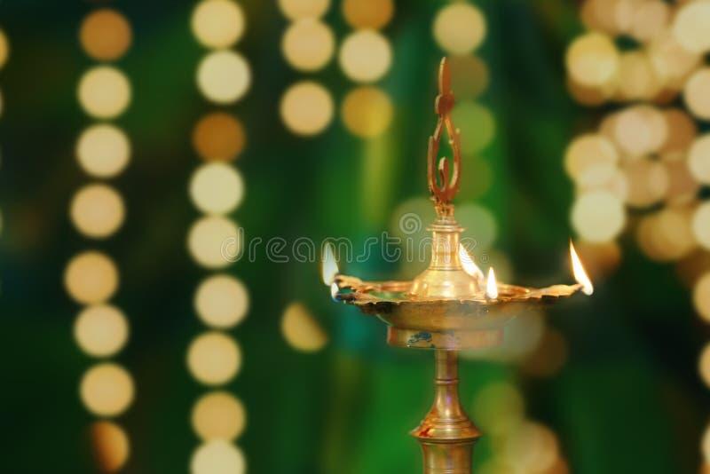 Piękna panna młoda z girlandą, indyjska ślubna ceremonia zdjęcia stock