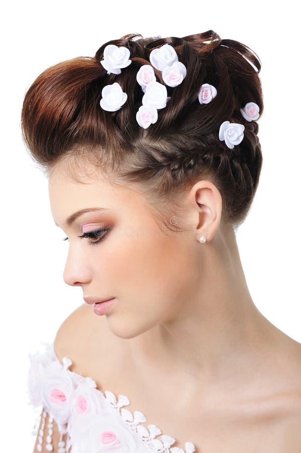 piękna panny młodej fryzura uzupełniająca fotografia stock