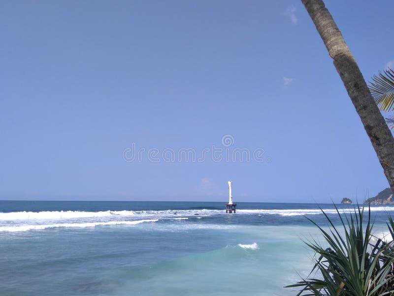 Piękna panorama Pidakan plaża z latarnią morską w horyzoncie zdjęcie stock