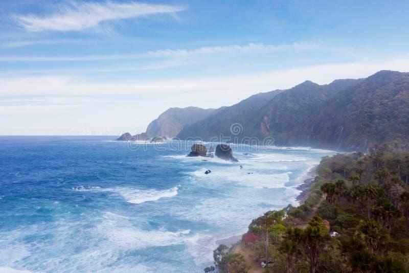 Piękna Papuma plaża pod niebieskie niebo scenerią zdjęcie stock
