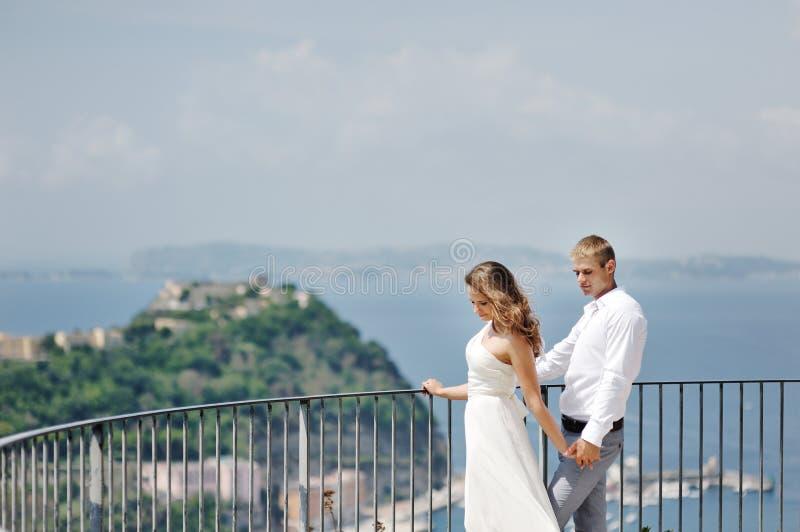 Piękna para w dniu ślubu w Naples, Włochy fotografia stock
