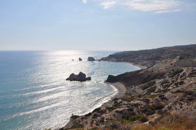 Piękna Petra tou Romiou plaża Pafos w Cypr zdjęcia royalty free