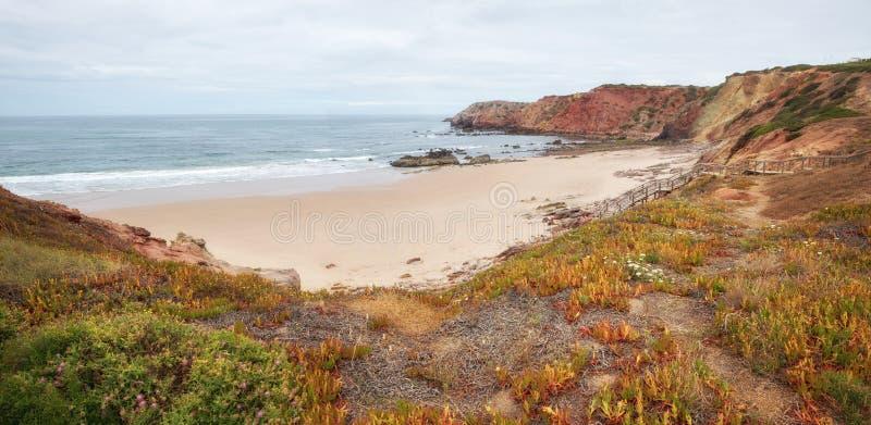 Piękna piaskowata amado plaża, zachodni Algarve Portugal obraz stock