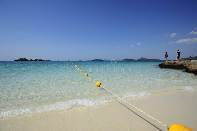 Piękna plaża z jasnym niebem przy Sattahip, Tajlandia obrazy royalty free