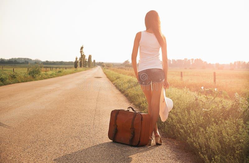 Piękna podróżnicza dziewczyna obrazy royalty free