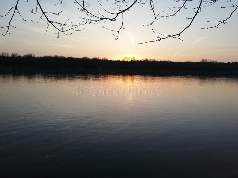 Piękna Polska rzeka przy zmierzchem obraz stock