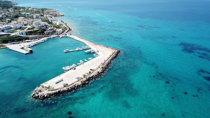 Piękna Poros wyspa Greece/Alldaycruise fotografia royalty free