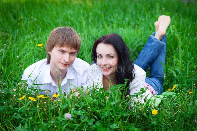 Piękna potomstwo para w miłości obrazy stock