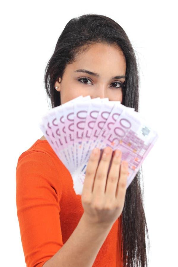 Piękna przypadkowa muzułmańska kobieta trzyma mnóstwo pieniądze zdjęcie stock