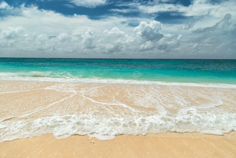 Piękna Puka plaża, niebieskie niebo przy Boracay wyspą i, Filipiny obraz stock