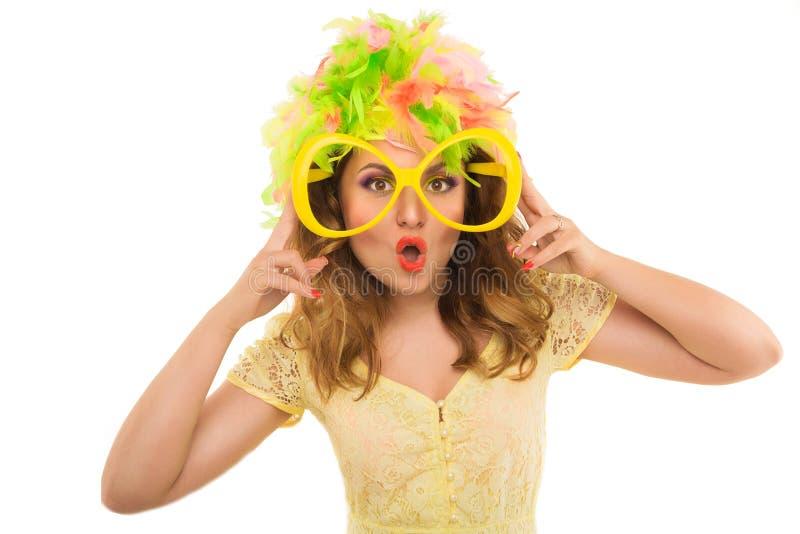 Piękna rozochocona dziewczyna w kolor peruce i piękny Up Robimy U obrazy royalty free