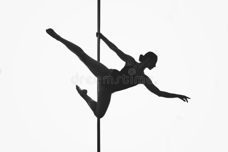 Piękna słupa tancerza dziewczyny sylwetka obraz stock