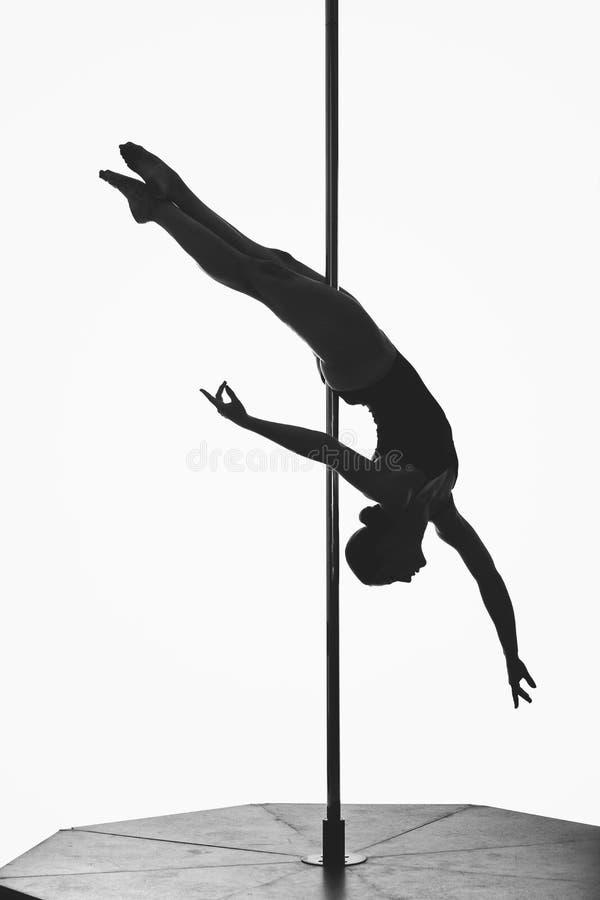 Piękna słupa tancerza dziewczyny sylwetka zdjęcia royalty free