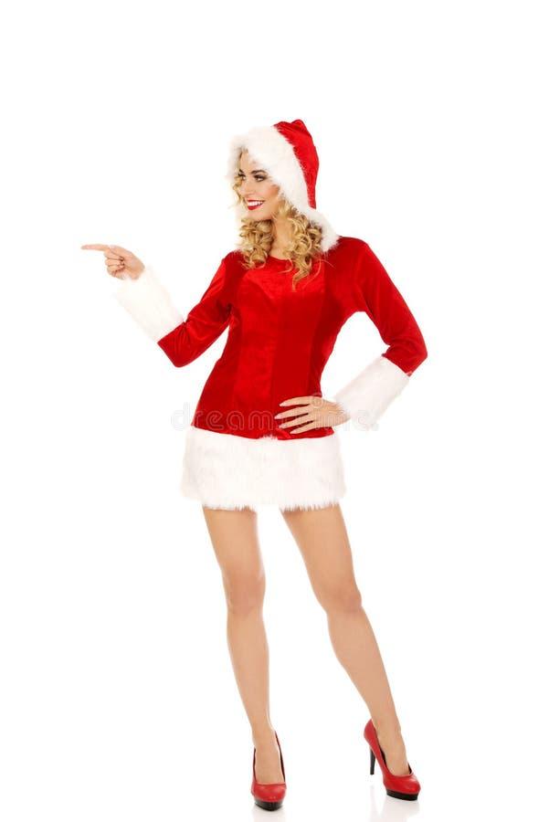 Piękna Santa kobieta wskazuje coś obrazy stock